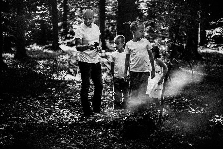 sesja rodzinna naturalna w lesie 14