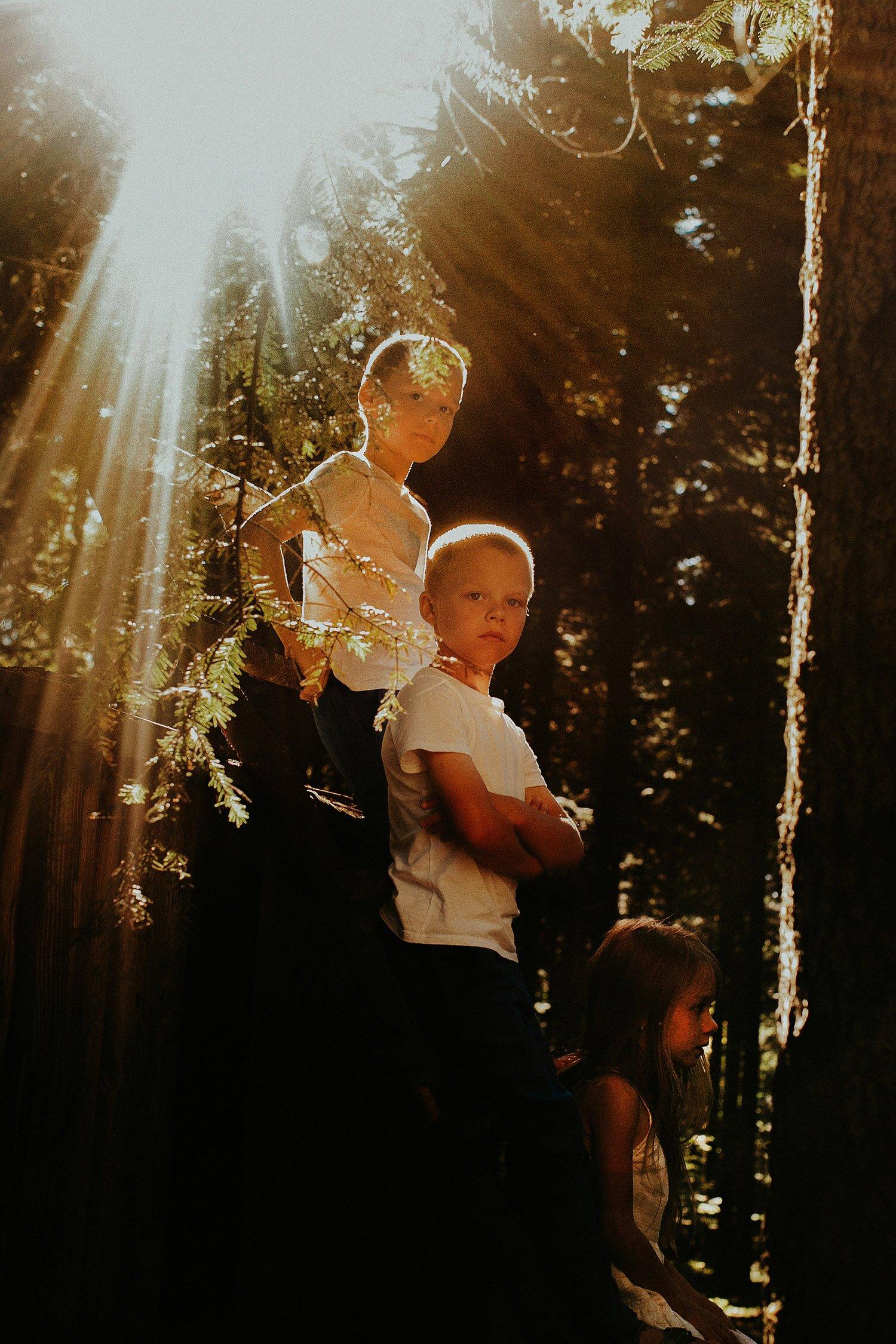 sesja rodzinna naturalna w lesie 34