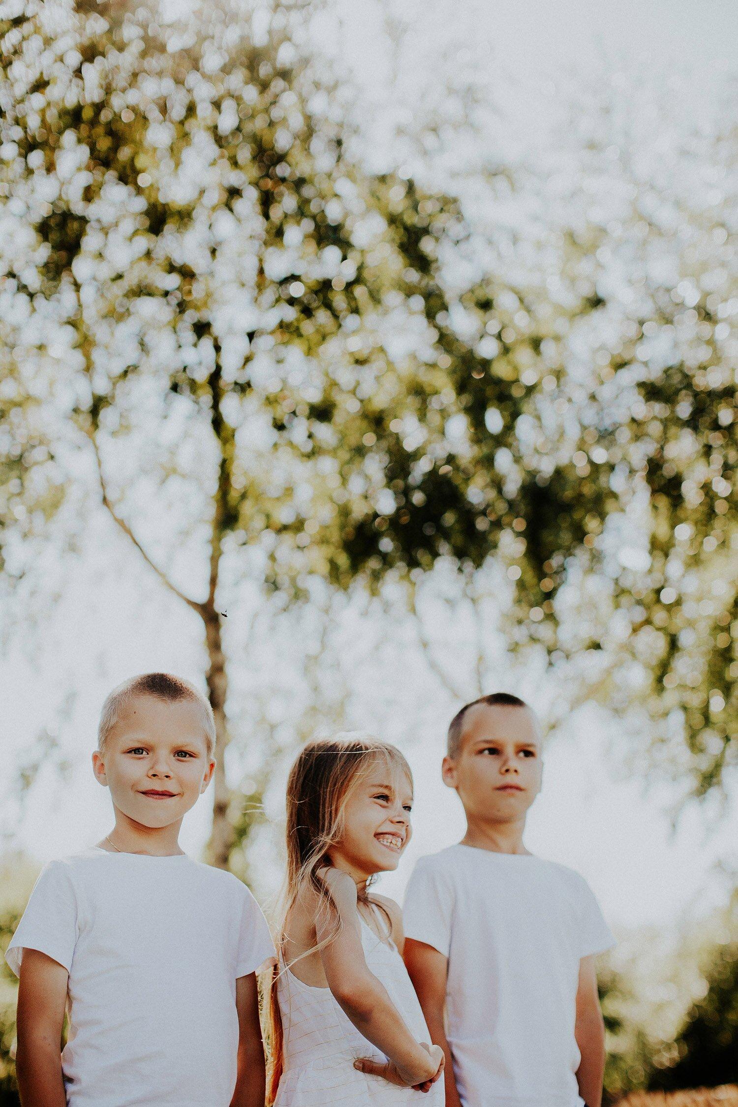 sesja rodzinna naturalna w lesie 77